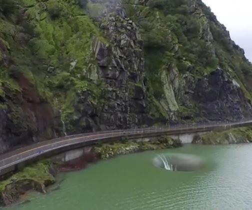 'Buraco' em lago da Califórnia cria imagem surreal e intriga turistas