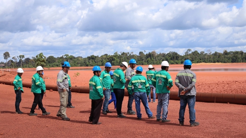 Comunitários de Juruti Velho conhecem método pioneiro de restauração ecológica criado pela Alcoa